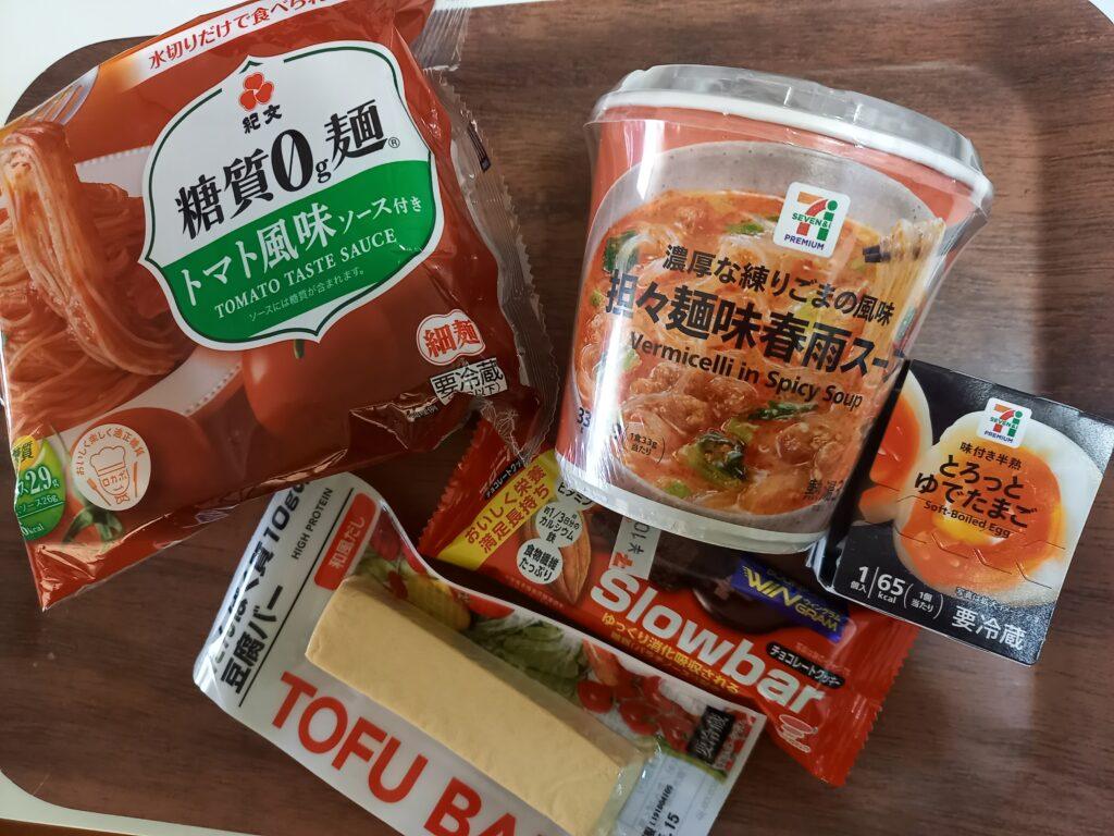 カップ麺や卵などの食品
