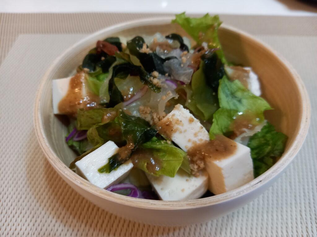 豆腐とレタスサラダ